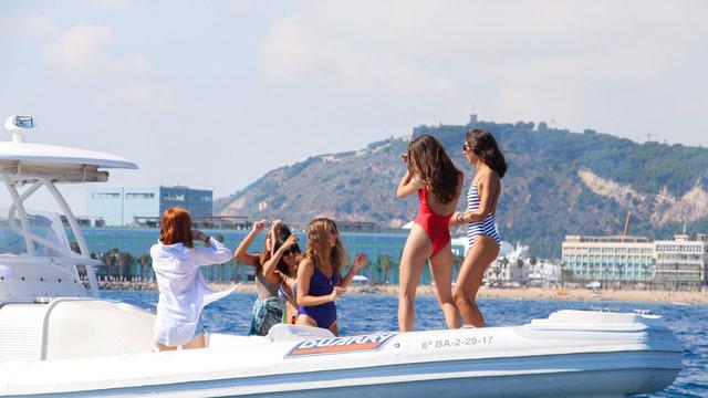 Party esclusivo in motoscafo nel mare di Barcelona - Main image