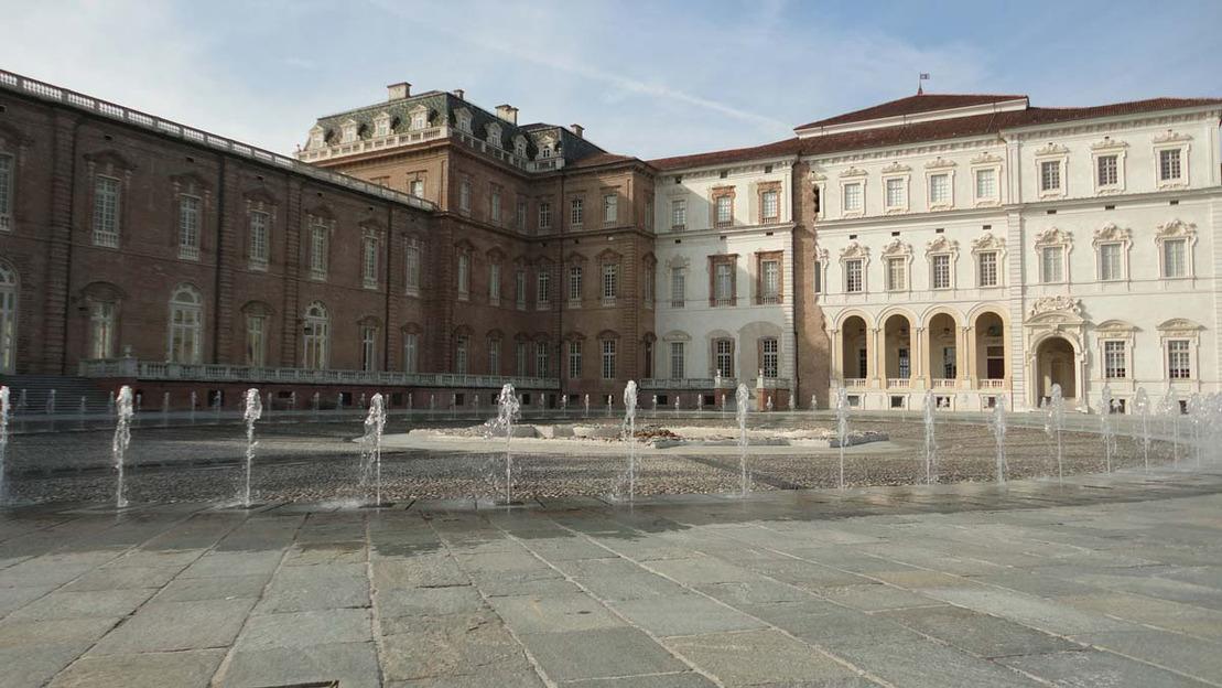Da Torino: Visita guidata alla Reggia di Venaria Reale - Main image