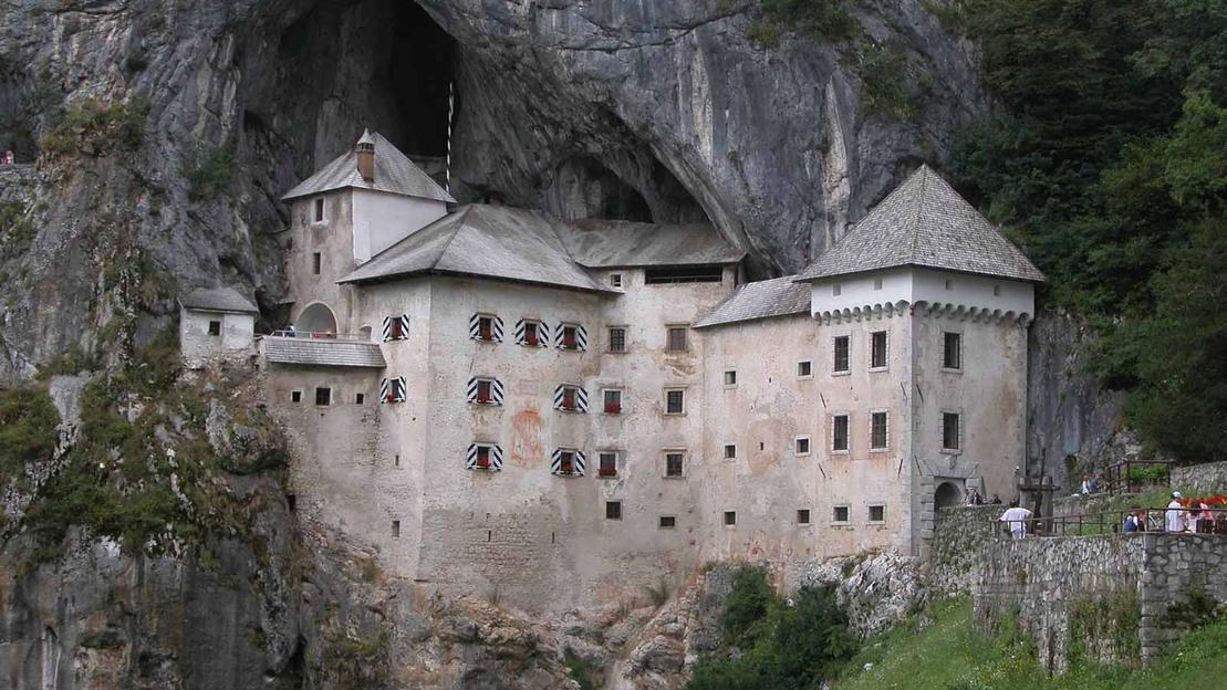 Escursione alle grotte carsiche di Postumia + Castello di Predjama - Main image