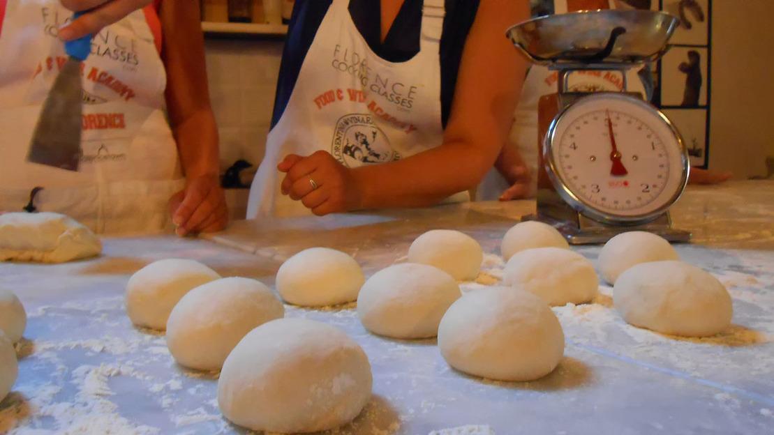 Lezione e preparazione di Pizza e Gelato a Firenze - Main image