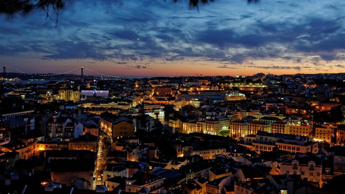 Lisbona di Notte: Tour panoramico e Fado Show - Main image