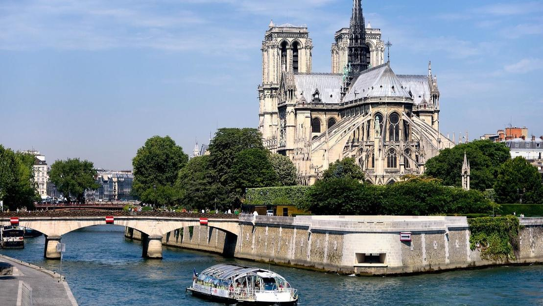 Notre Dame's Island with Sainte Chapelle and Marie Antoinette's prison - Main image