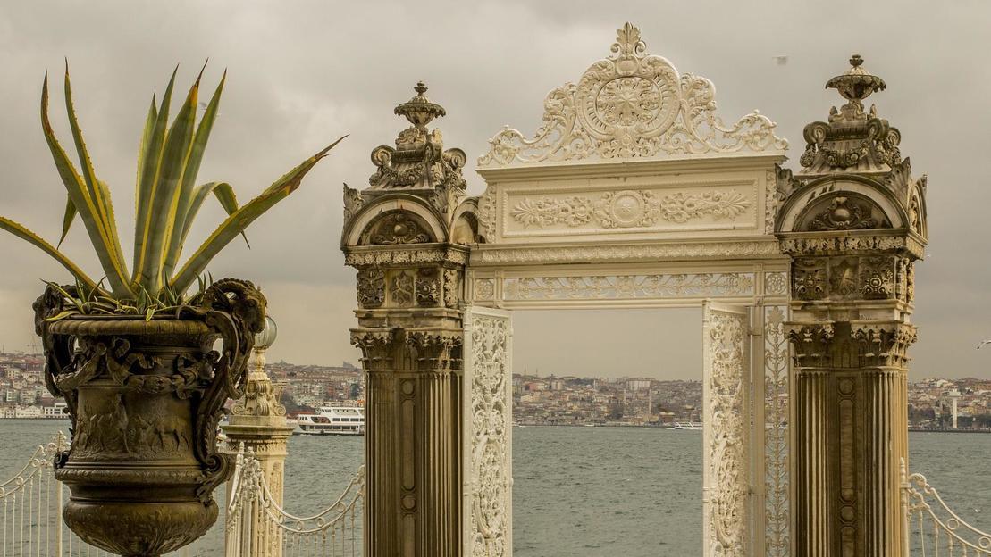 Mezza giornata per il Palazzo Dolmabahce e la moschea Bezmi Alem - Main image