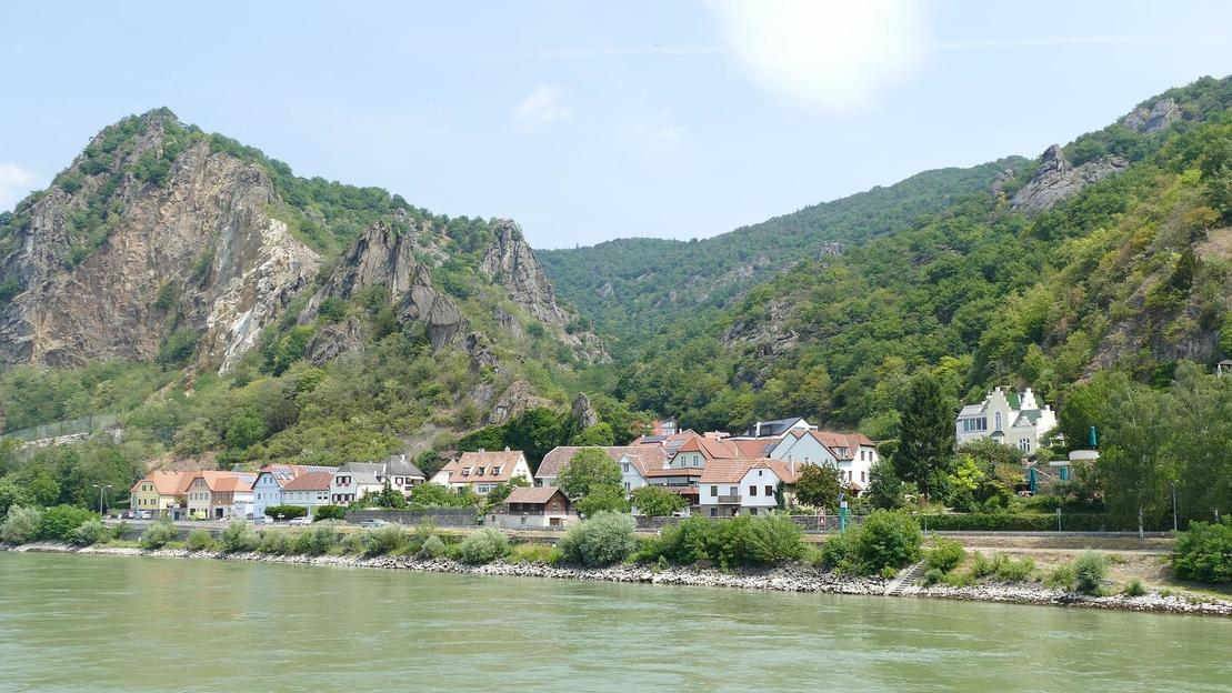 Gita di un giorno alla valle del Danubio con giro in barca - Main image