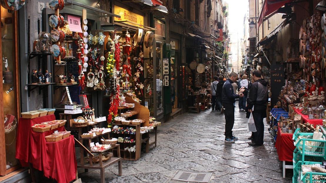 Tour a piedi di Napoli e dei mercatini rionali con degustazione - Main image