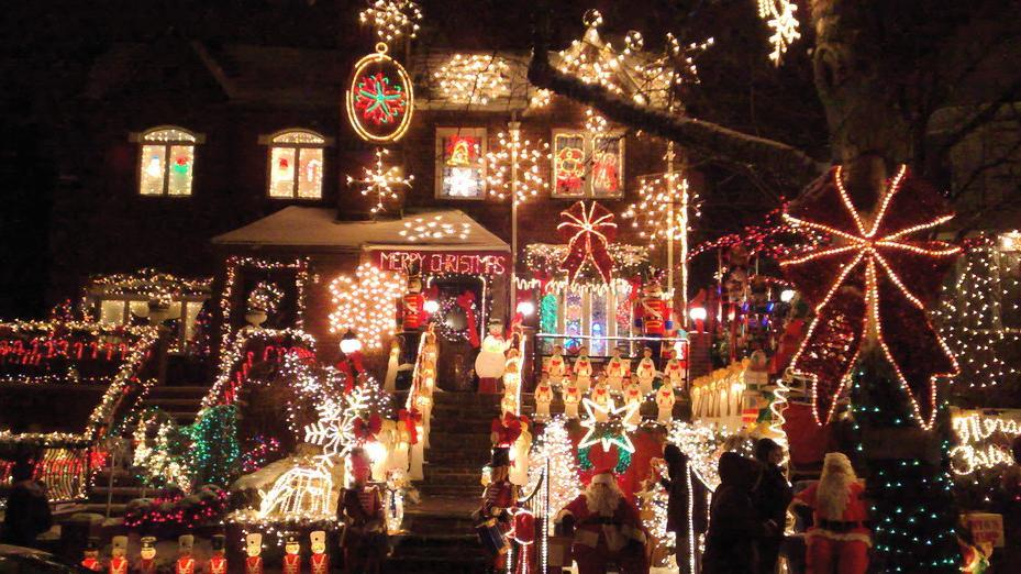 Christmas city tour in New York to Dyker Heights in Brooklyn  - Main image