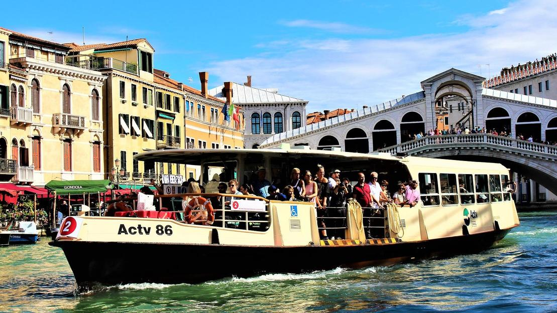 Venice public transport ticket and walking tours - Main image